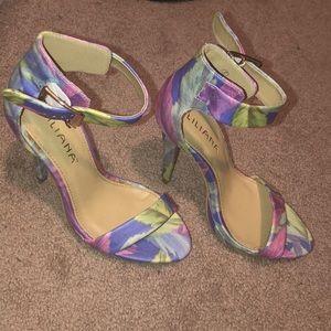 Floral heels 👠 CUTE!